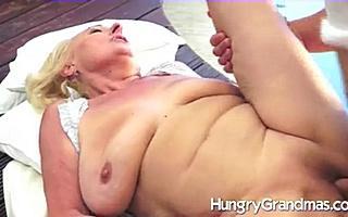 Нежный секс с толстой бабулей