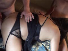 Толстушка жена изменяет с двумя любовниками сразу (два члена в толстуху)