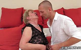 Секс с кучерявой толстой бабушкой